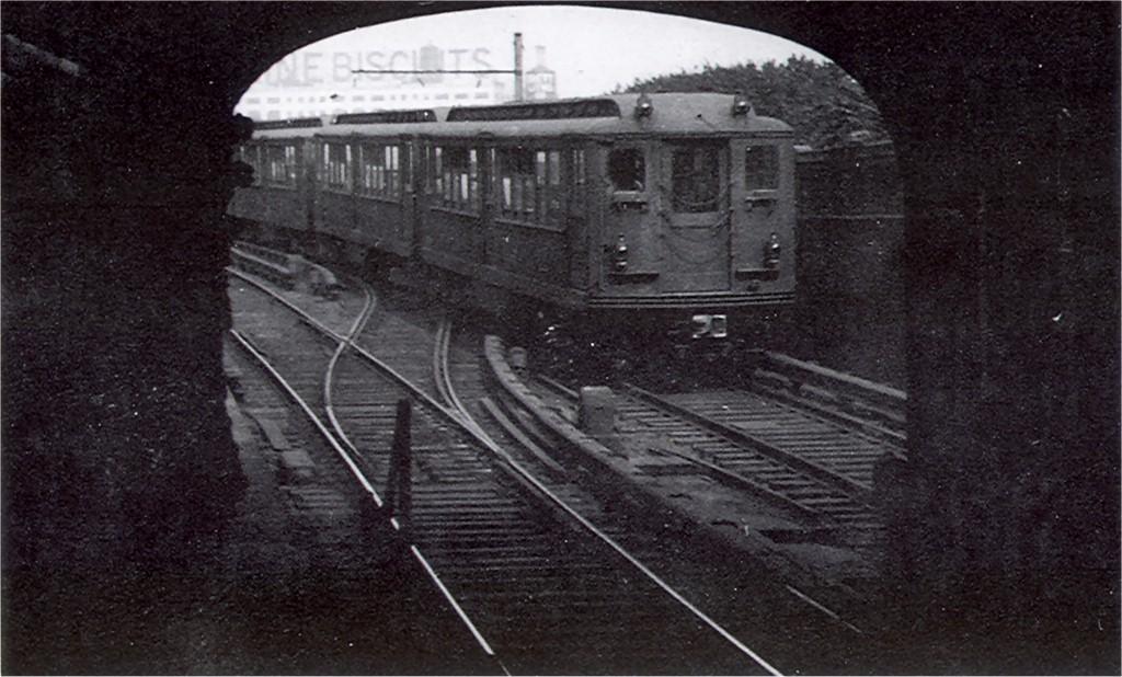 (179k, 1024x618)<br><b>Country:</b> United States<br><b>City:</b> New York<br><b>System:</b> New York City Transit<br><b>Line:</b> IRT Flushing Line<br><b>Location:</b> Hunterspoint Avenue <br><b>Car:</b> Low-V 4722 <br><b>Photo by:</b> Ed Watson/Arthur Lonto Collection<br><b>Collection of:</b> Joe Testagrose<br><b>Date:</b> 7/1948<br><b>Viewed (this week/total):</b> 3 / 3869