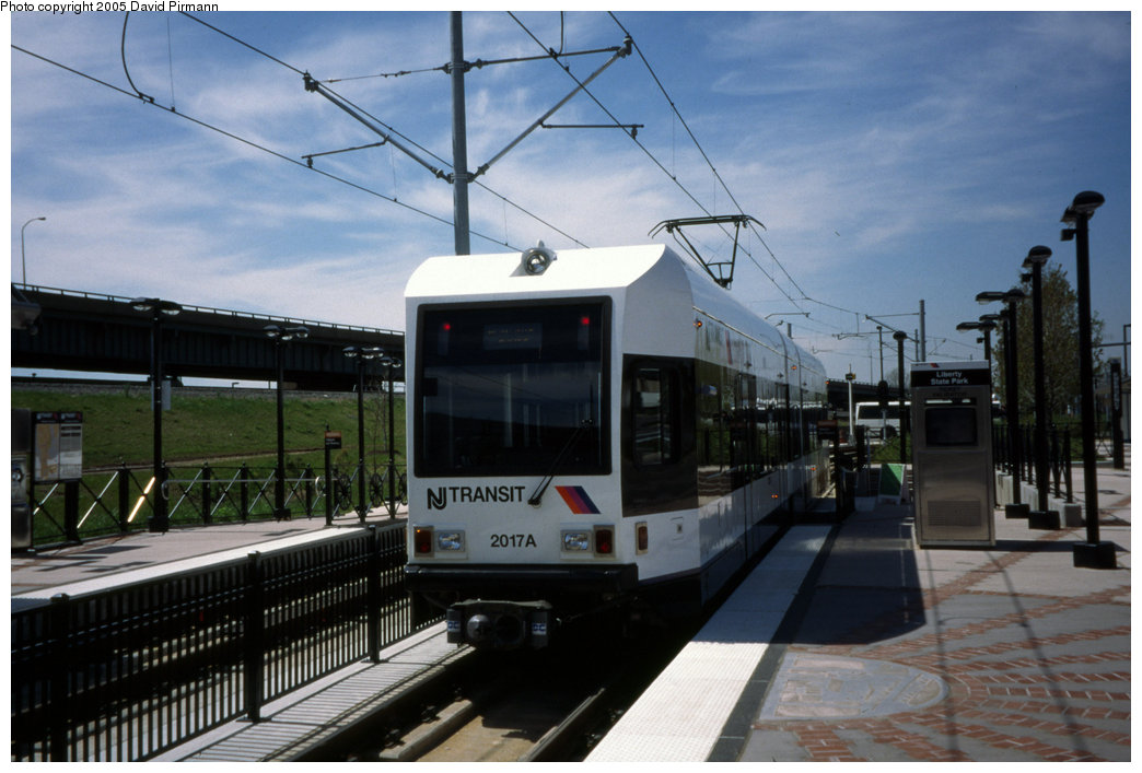 (172k, 1044x707)<br><b>Country:</b> United States<br><b>City:</b> Jersey City, NJ<br><b>System:</b> Hudson Bergen Light Rail<br><b>Location:</b> Liberty State Park <br><b>Car:</b> NJT-HBLR LRV (Kinki-Sharyo, 1998-99)  2017 <br><b>Photo by:</b> David Pirmann<br><b>Date:</b> 4/29/2000<br><b>Viewed (this week/total):</b> 1 / 1466