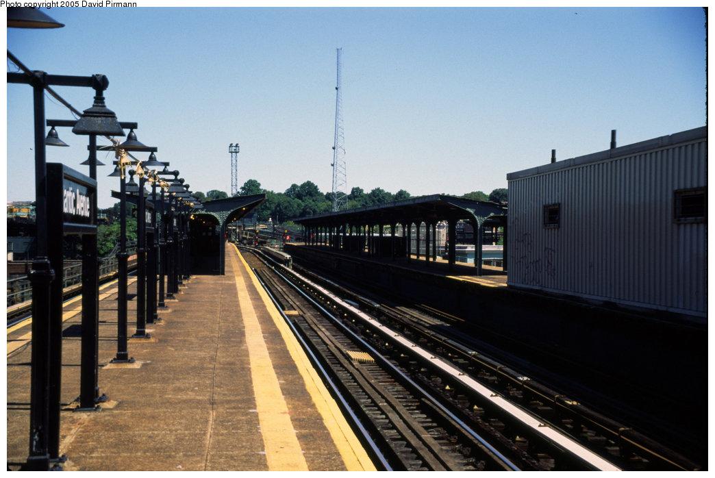 (173k, 1044x698)<br><b>Country:</b> United States<br><b>City:</b> New York<br><b>System:</b> New York City Transit<br><b>Line:</b> BMT Canarsie Line<br><b>Location:</b> Atlantic Avenue <br><b>Photo by:</b> David Pirmann<br><b>Date:</b> 8/1/1998<br><b>Viewed (this week/total):</b> 2 / 1506