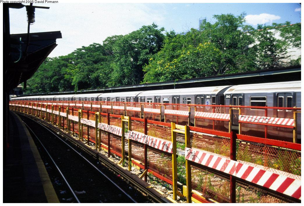 (287k, 1044x707)<br><b>Country:</b> United States<br><b>City:</b> New York<br><b>System:</b> New York City Transit<br><b>Line:</b> BMT Sea Beach Line<br><b>Location:</b> 8th Avenue <br><b>Route:</b> N<br><b>Car:</b> R-32 (Budd, 1964)  3843 <br><b>Photo by:</b> David Pirmann<br><b>Date:</b> 7/8/1999<br><b>Viewed (this week/total):</b> 0 / 3281