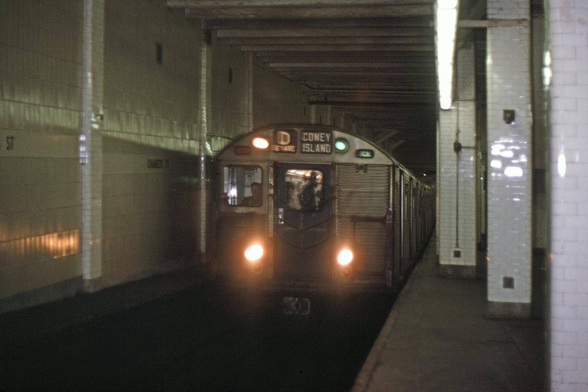 (284k, 1024x683)<br><b>Country:</b> United States<br><b>City:</b> New York<br><b>System:</b> New York City Transit<br><b>Line:</b> BMT Nassau Street/Jamaica Line<br><b>Location:</b> Chambers Street <br><b>Car:</b> R-32 (Budd, 1964)   <br><b>Collection of:</b> David Pirmann<br><b>Viewed (this week/total):</b> 2 / 6397