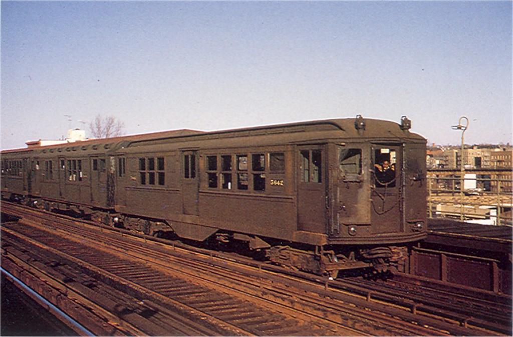 (181k, 1024x672)<br><b>Country:</b> United States<br><b>City:</b> New York<br><b>System:</b> New York City Transit<br><b>Line:</b> 3rd Avenue El<br><b>Location:</b> 210th Street <br><b>Route:</b> 8<br><b>Car:</b> Low-V 5642 <br><b>Photo by:</b> Doug Grotjahn<br><b>Collection of:</b> Joe Testagrose<br><b>Viewed (this week/total):</b> 0 / 2374