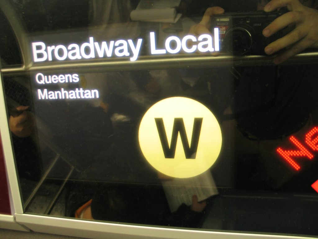 (93k, 1024x768)<br><b>Country:</b> United States<br><b>City:</b> New York<br><b>System:</b> New York City Transit<br><b>Line:</b> IND Fulton Street Line<br><b>Location:</b> Hoyt-Schermerhorn Street <br><b>Car:</b> R-160B (Kawasaki, 2005-2008)  8713 <br><b>Photo by:</b> Brian Weinberg<br><b>Date:</b> 11/29/2005<br><b>Notes:</b> The FIND (Flexible Information and Notice Display) LCD screen that is capable of showing still images and video.<br><b>Viewed (this week/total):</b> 0 / 7338