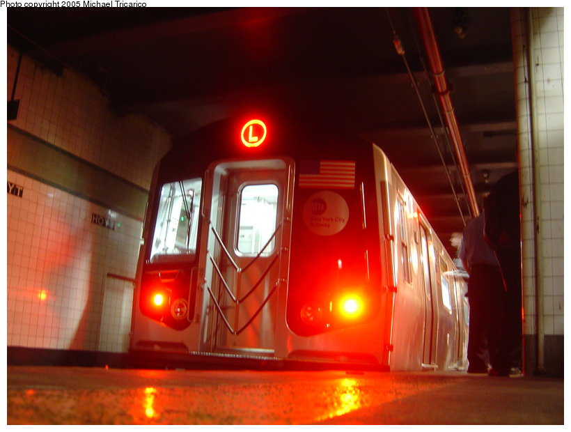 (93k, 820x620)<br><b>Country:</b> United States<br><b>City:</b> New York<br><b>System:</b> New York City Transit<br><b>Line:</b> IND Fulton Street Line<br><b>Location:</b> Hoyt-Schermerhorn Street <br><b>Car:</b> R-160B (Kawasaki, 2005-2008)  8713 <br><b>Photo by:</b> Michael Tricarico<br><b>Date:</b> 11/29/2005<br><b>Viewed (this week/total):</b> 0 / 7286