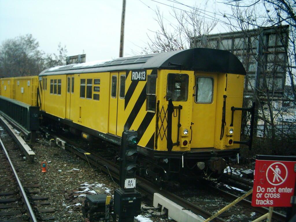 (146k, 1024x768)<br><b>Country:</b> United States<br><b>City:</b> New York<br><b>System:</b> New York City Transit<br><b>Line:</b> BMT Brighton Line<br><b>Location:</b> Sheepshead Bay <br><b>Route:</b> Work Service<br><b>Car:</b> R-161 Rider Car (ex-R-33)  RD413 (ex-8816)<br><b>Photo by:</b> Michael Hodurski<br><b>Date:</b> 12/11/2005<br><b>Viewed (this week/total):</b> 1 / 3310