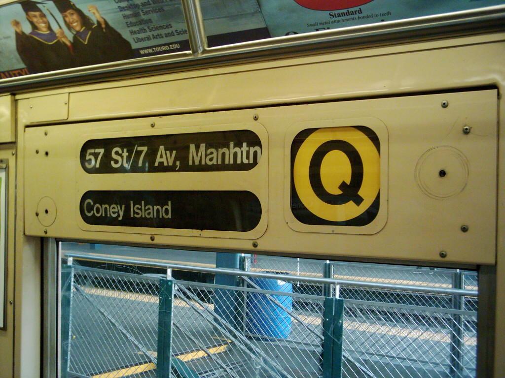 (145k, 1024x768)<br><b>Country:</b> United States<br><b>City:</b> New York<br><b>System:</b> New York City Transit<br><b>Location:</b> Coney Island/Stillwell Avenue<br><b>Route:</b> Q<br><b>Car:</b> R-40 (St. Louis, 1968)   <br><b>Photo by:</b> Michael Hodurski<br><b>Date:</b> 12/11/2005<br><b>Viewed (this week/total):</b> 3 / 4852