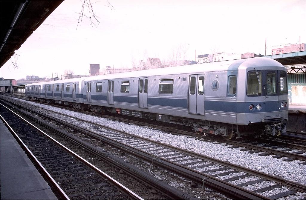 (241k, 1024x670)<br><b>Country:</b> United States<br><b>City:</b> New York<br><b>System:</b> New York City Transit<br><b>Line:</b> BMT Sea Beach Line<br><b>Location:</b> Fort Hamilton Parkway <br><b>Car:</b> R-44 SIRT (St. Louis, 1971-1973) 400 <br><b>Photo by:</b> Doug Grotjahn<br><b>Collection of:</b> Joe Testagrose<br><b>Date:</b> 1/25/1973<br><b>Viewed (this week/total):</b> 2 / 3778