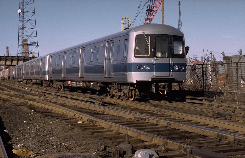 (234k, 1024x662)<br><b>Country:</b> United States<br><b>City:</b> New York<br><b>System:</b> New York City Transit<br><b>Line:</b> SIRT<br><b>Location:</b> Tompkinsville <br><b>Car:</b> R-44 SIRT (St. Louis, 1971-1973) 402 <br><b>Photo by:</b> Joe Testagrose<br><b>Date:</b> 2/1973<br><b>Viewed (this week/total):</b> 1 / 5953