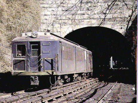 (137k, 462x345)<br><b>Country:</b> United States<br><b>City:</b> New York<br><b>System:</b> New York City Transit<br><b>Line:</b> SIRT<br><b>Location:</b> Tompkinsville <br><b>Car:</b> SIRT  <br><b>Photo by:</b> J. Henderson<br><b>Collection of:</b> S. Phetterplace<br><b>Viewed (this week/total):</b> 2 / 4262