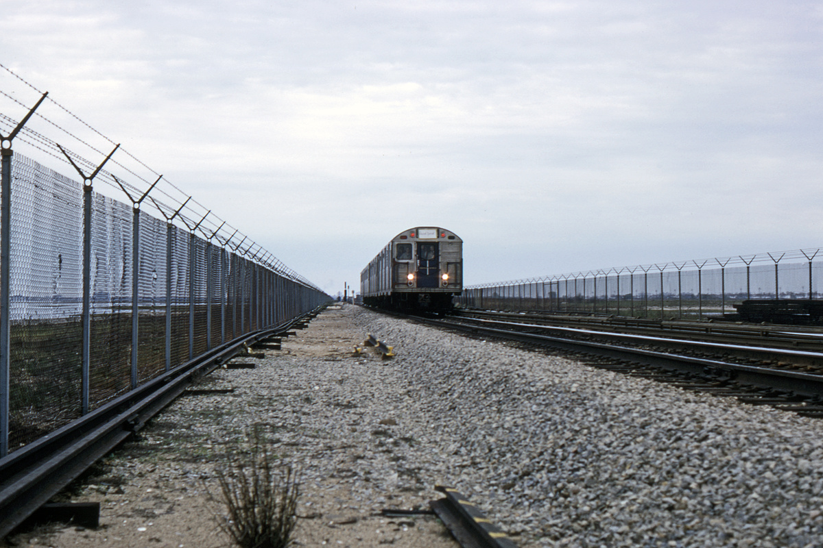 (351k, 1044x711)<br><b>Country:</b> United States<br><b>City:</b> New York<br><b>System:</b> New York City Transit<br><b>Line:</b> IND Rockaway<br><b>Location:</b> Near Broad Channel<br><b>Car:</b> R-32 (Budd, 1964)   <br><b>Collection of:</b> David Pirmann<br><b>Viewed (this week/total):</b> 0 / 2760