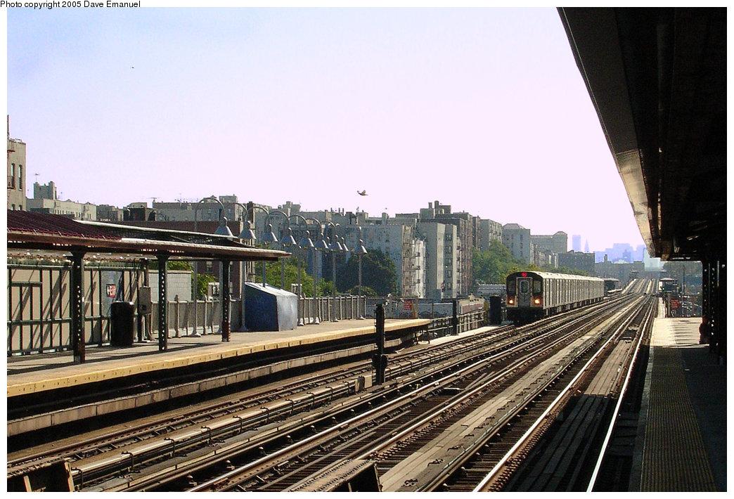 (241k, 1044x710)<br><b>Country:</b> United States<br><b>City:</b> New York<br><b>System:</b> New York City Transit<br><b>Line:</b> IRT Woodlawn Line<br><b>Location:</b> 176th Street <br><b>Photo by:</b> Dave Emanuel<br><b>Date:</b> 10/1/2005<br><b>Viewed (this week/total):</b> 2 / 2966