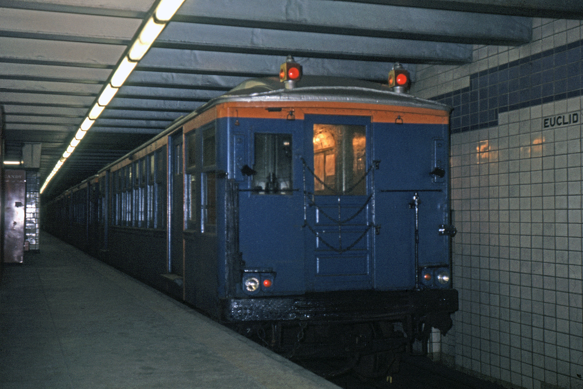 (355k, 1044x706)<br><b>Country:</b> United States<br><b>City:</b> New York<br><b>System:</b> New York City Transit<br><b>Line:</b> IND Fulton Street Line<br><b>Location:</b> Euclid Avenue <br><b>Route:</b> Fan Trip<br><b>Car:</b> BMT Q 1622 <br><b>Collection of:</b> David Pirmann<br><b>Date:</b> 11/14/1965<br><b>Viewed (this week/total):</b> 1 / 3160