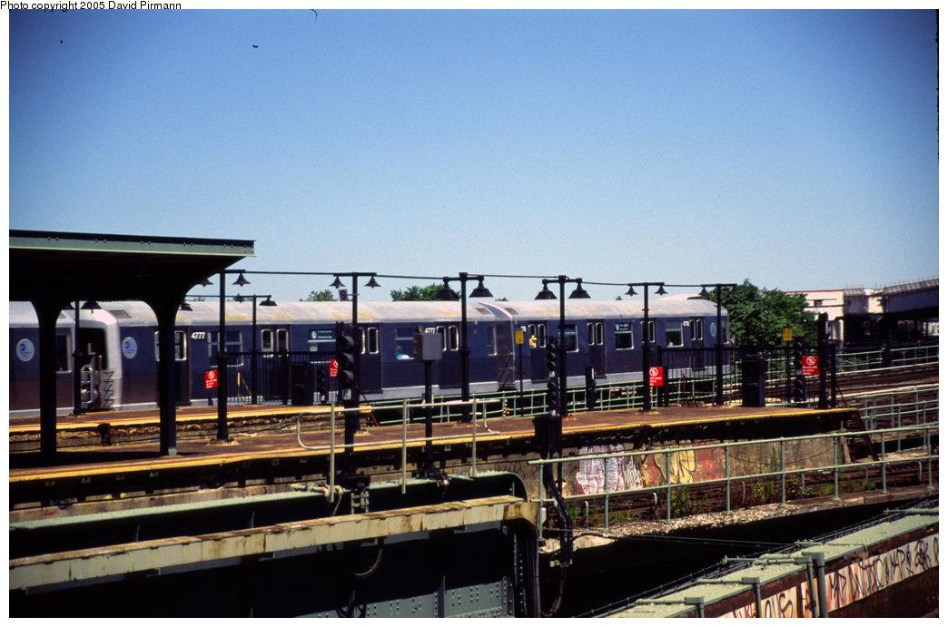 (188k, 1044x691)<br><b>Country:</b> United States<br><b>City:</b> New York<br><b>System:</b> New York City Transit<br><b>Line:</b> BMT Canarsie Line<br><b>Location:</b> Atlantic Avenue <br><b>Route:</b> L<br><b>Car:</b> R-42 (St. Louis, 1969-1970)  4777 <br><b>Photo by:</b> David Pirmann<br><b>Date:</b> 4/30/1999<br><b>Viewed (this week/total):</b> 1 / 3827
