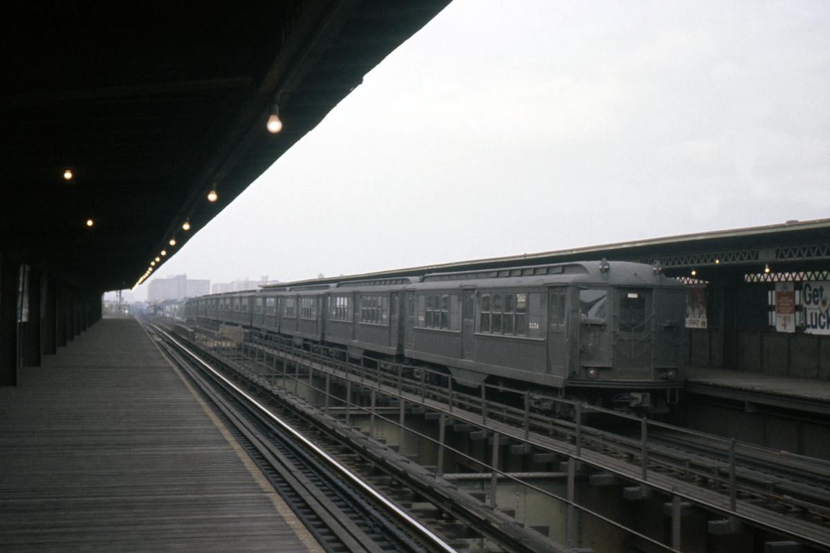 (262k, 1044x708)<br><b>Country:</b> United States<br><b>City:</b> New York<br><b>System:</b> New York City Transit<br><b>Line:</b> IRT Brooklyn Line<br><b>Location:</b> Van Siclen Avenue <br><b>Car:</b> Low-V 5254 <br><b>Collection of:</b> David Pirmann<br><b>Date:</b> 9/4/1963<br><b>Viewed (this week/total):</b> 0 / 2850