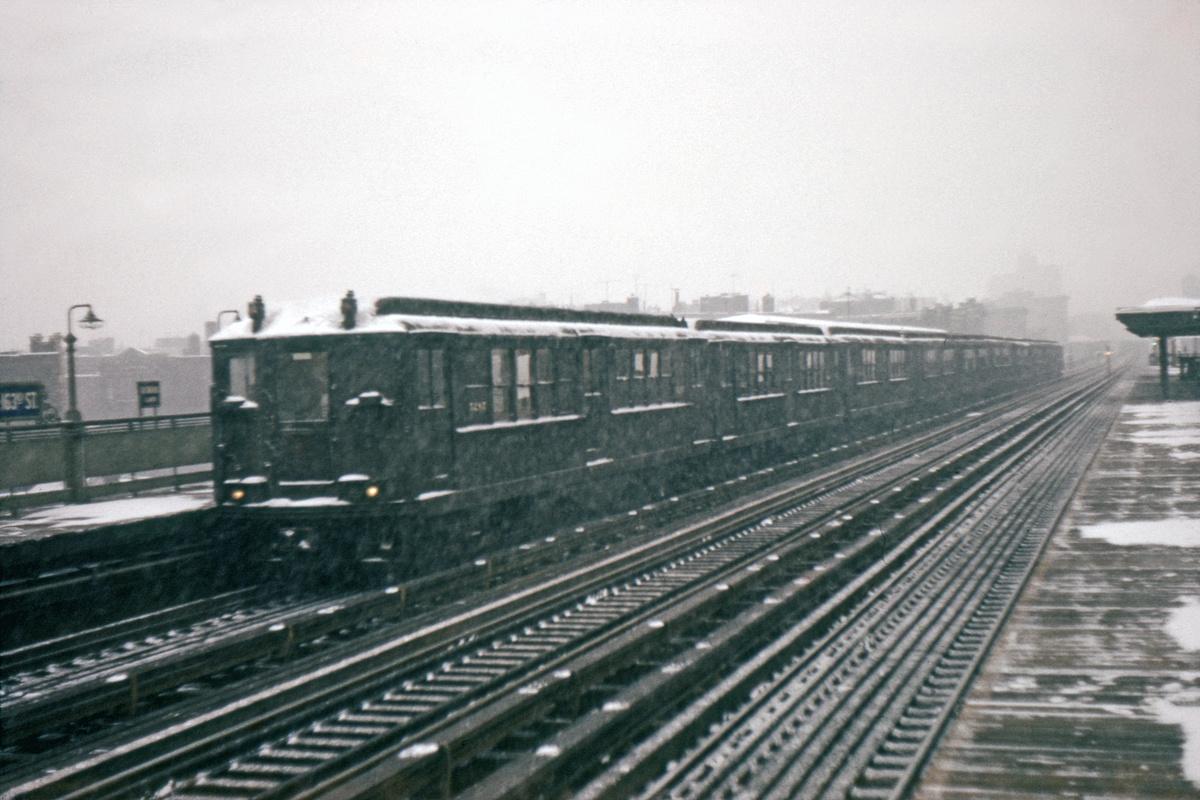 (243k, 1044x711)<br><b>Country:</b> United States<br><b>City:</b> New York<br><b>System:</b> New York City Transit<br><b>Line:</b> IRT White Plains Road Line<br><b>Location:</b> Intervale Avenue <br><b>Car:</b> Low-V  <br><b>Collection of:</b> David Pirmann<br><b>Viewed (this week/total):</b> 0 / 2589