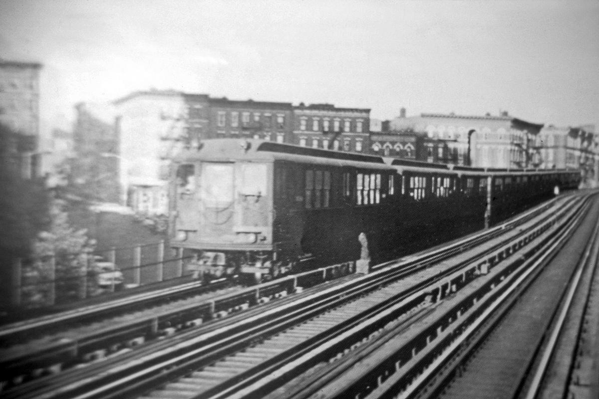 (193k, 1024x682)<br><b>Country:</b> United States<br><b>City:</b> New York<br><b>System:</b> New York City Transit<br><b>Line:</b> IRT White Plains Road Line<br><b>Location:</b> Jackson Avenue <br><b>Car:</b> Low-V  <br><b>Photo by:</b> Ed Davis, Sr.<br><b>Collection of:</b> David Pirmann<br><b>Viewed (this week/total):</b> 2 / 3017