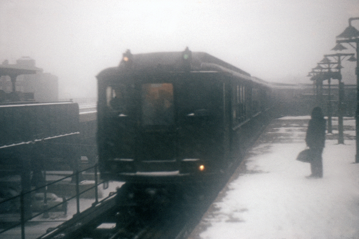 (189k, 1024x683)<br><b>Country:</b> United States<br><b>City:</b> New York<br><b>System:</b> New York City Transit<br><b>Line:</b> IRT White Plains Road Line<br><b>Location:</b> East 180th Street <br><b>Car:</b> Low-V  <br><b>Collection of:</b> David Pirmann<br><b>Viewed (this week/total):</b> 0 / 2439