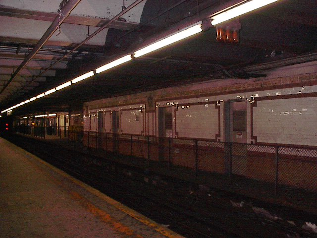 (92k, 640x480)<br><b>Country:</b> United States<br><b>City:</b> New York<br><b>System:</b> New York City Transit<br><b>Line:</b> IRT West Side Line<br><b>Location:</b> 96th Street <br><b>Photo by:</b> Bruce Fedow<br><b>Date:</b> 12/4/2005<br><b>Notes:</b> Disused platform area on northbound local side.<br><b>Viewed (this week/total):</b> 0 / 3213