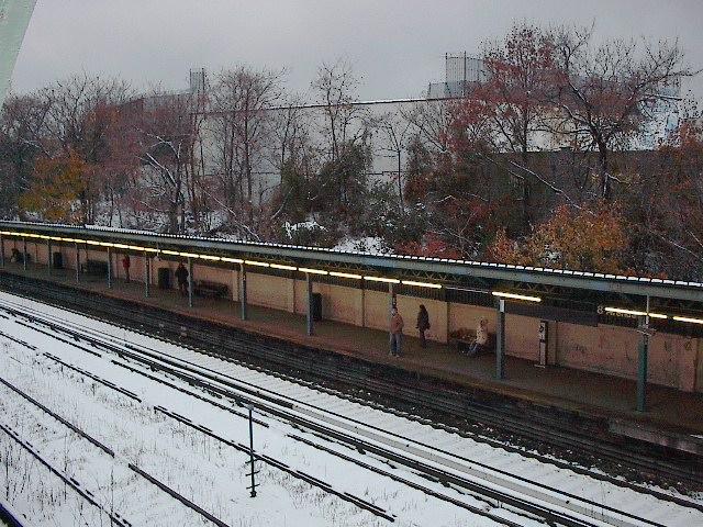 (131k, 640x480)<br><b>Country:</b> United States<br><b>City:</b> New York<br><b>System:</b> New York City Transit<br><b>Line:</b> BMT Sea Beach Line<br><b>Location:</b> 8th Avenue <br><b>Photo by:</b> Bruce Fedow<br><b>Date:</b> 12/4/2005<br><b>Viewed (this week/total):</b> 0 / 1907