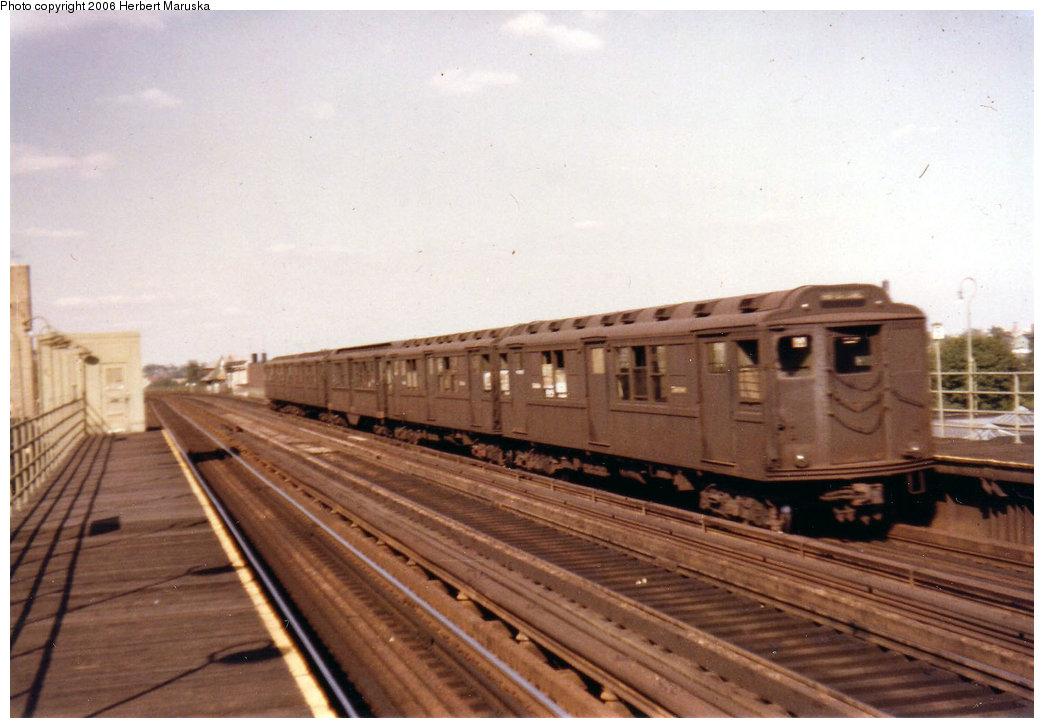(168k, 1044x728)<br><b>Country:</b> United States<br><b>City:</b> New York<br><b>System:</b> New York City Transit<br><b>Line:</b> 3rd Avenue El<br><b>Location:</b> 204th Street <br><b>Car:</b> Low-V Worlds Fair  <br><b>Photo by:</b> Herbert P. Maruska<br><b>Date:</b> 9/1964<br><b>Viewed (this week/total):</b> 0 / 2620