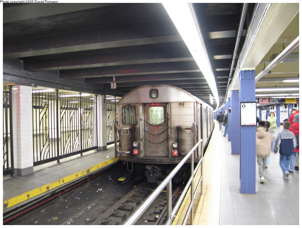 (194k, 1044x788)<br><b>Country:</b> United States<br><b>City:</b> New York<br><b>System:</b> New York City Transit<br><b>Line:</b> IND 8th Avenue Line<br><b>Location:</b> Chambers Street/World Trade Center <br><b>Route:</b> E<br><b>Car:</b> R-32 (Budd, 1964)  3554 <br><b>Photo by:</b> David Pirmann<br><b>Date:</b> 12/30/2005<br><b>Viewed (this week/total):</b> 1 / 4187
