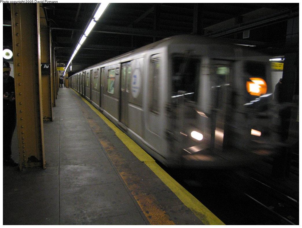 (153k, 1044x788)<br><b>Country:</b> United States<br><b>City:</b> New York<br><b>System:</b> New York City Transit<br><b>Line:</b> BMT Brighton Line<br><b>Location:</b> 7th Avenue <br><b>Route:</b> B<br><b>Car:</b> R-40 (St. Louis, 1968)  4279 <br><b>Photo by:</b> David Pirmann<br><b>Date:</b> 12/30/2005<br><b>Viewed (this week/total):</b> 0 / 4576
