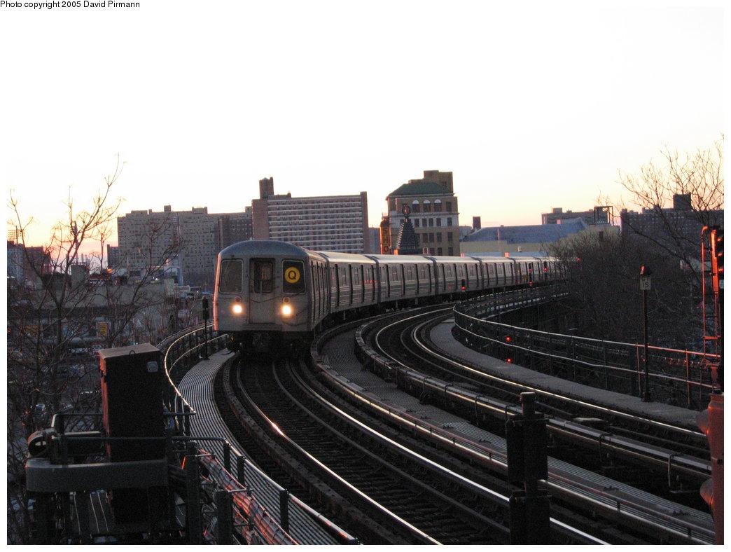 (158k, 1044x788)<br><b>Country:</b> United States<br><b>City:</b> New York<br><b>System:</b> New York City Transit<br><b>Line:</b> BMT Brighton Line<br><b>Location:</b> West 8th Street <br><b>Route:</b> Q<br><b>Car:</b> R-68 (Westinghouse-Amrail, 1986-1988)  2842 <br><b>Photo by:</b> David Pirmann<br><b>Date:</b> 12/30/2005<br><b>Viewed (this week/total):</b> 1 / 3320