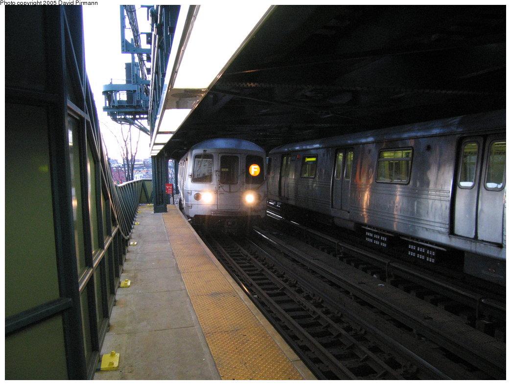 (172k, 1044x788)<br><b>Country:</b> United States<br><b>City:</b> New York<br><b>System:</b> New York City Transit<br><b>Line:</b> BMT Culver Line<br><b>Location:</b> West 8th Street <br><b>Route:</b> F<br><b>Car:</b> R-46 (Pullman-Standard, 1974-75)  <br><b>Photo by:</b> David Pirmann<br><b>Date:</b> 12/30/2005<br><b>Viewed (this week/total):</b> 1 / 3482