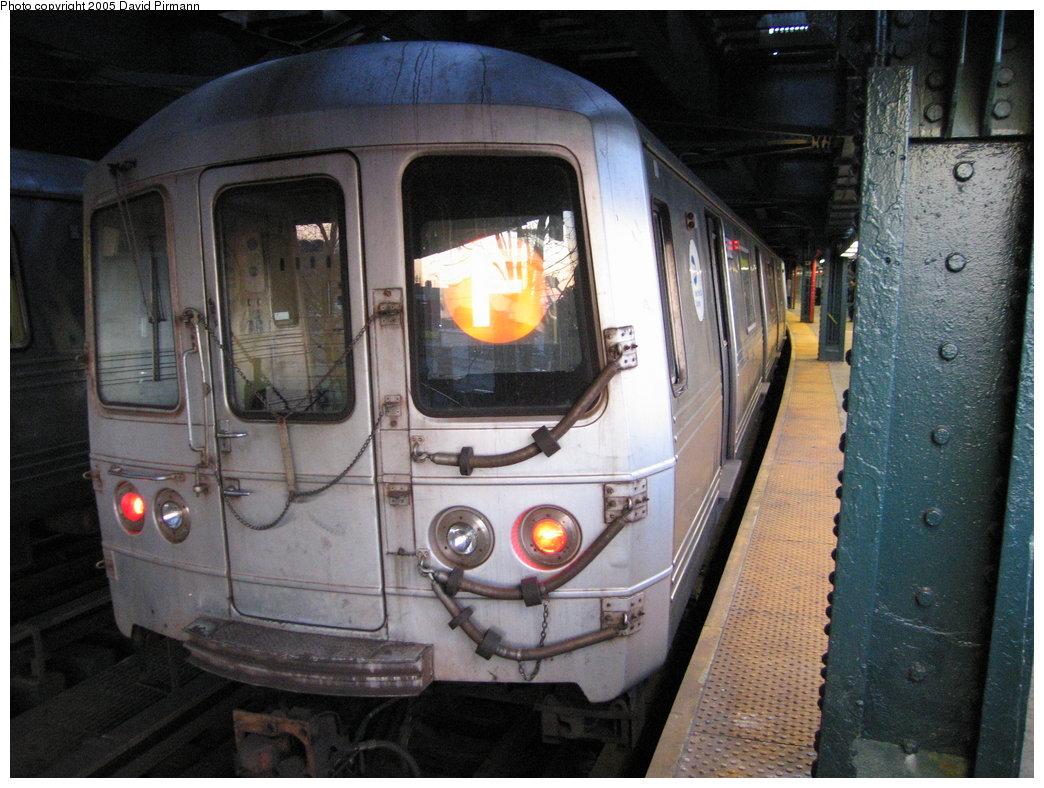 (189k, 1044x788)<br><b>Country:</b> United States<br><b>City:</b> New York<br><b>System:</b> New York City Transit<br><b>Line:</b> BMT Culver Line<br><b>Location:</b> West 8th Street <br><b>Route:</b> F<br><b>Car:</b> R-46 (Pullman-Standard, 1974-75) 5862 <br><b>Photo by:</b> David Pirmann<br><b>Date:</b> 12/30/2005<br><b>Viewed (this week/total):</b> 0 / 2813