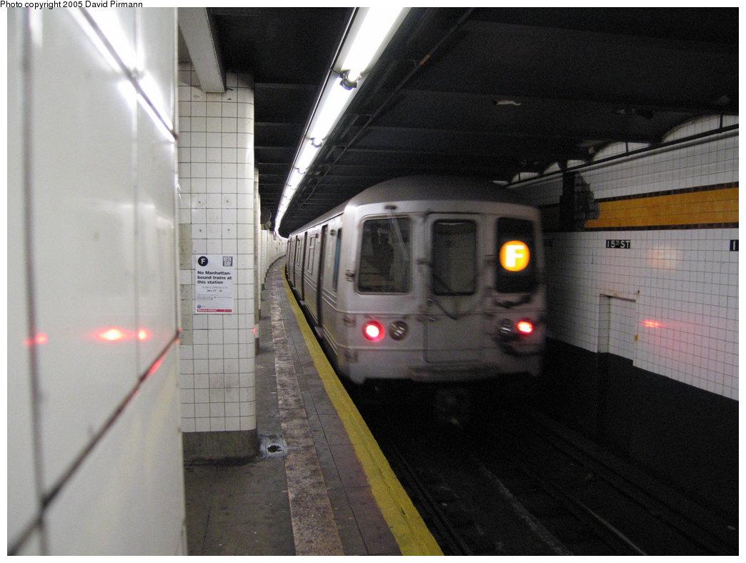 (143k, 1044x788)<br><b>Country:</b> United States<br><b>City:</b> New York<br><b>System:</b> New York City Transit<br><b>Line:</b> IND Crosstown Line<br><b>Location:</b> 15th Street/Prospect Park <br><b>Route:</b> F<br><b>Car:</b> R-46 (Pullman-Standard, 1974-75)  <br><b>Photo by:</b> David Pirmann<br><b>Date:</b> 12/30/2005<br><b>Viewed (this week/total):</b> 1 / 3105