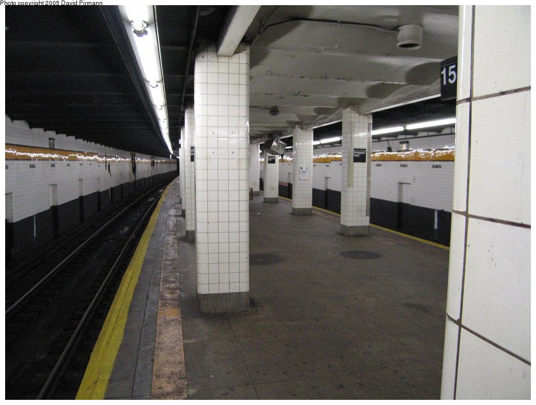 (154k, 1044x788)<br><b>Country:</b> United States<br><b>City:</b> New York<br><b>System:</b> New York City Transit<br><b>Line:</b> IND Crosstown Line<br><b>Location:</b> 15th Street/Prospect Park <br><b>Photo by:</b> David Pirmann<br><b>Date:</b> 12/30/2005<br><b>Viewed (this week/total):</b> 0 / 2004