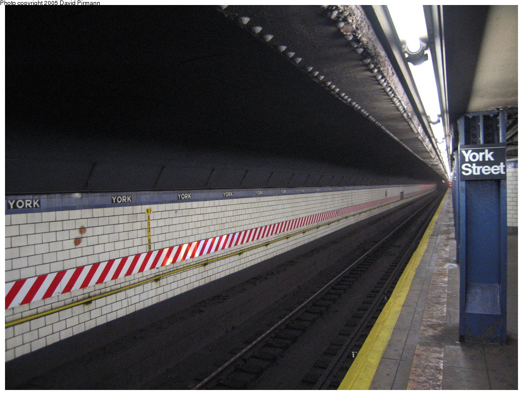 (175k, 1044x788)<br><b>Country:</b> United States<br><b>City:</b> New York<br><b>System:</b> New York City Transit<br><b>Line:</b> IND 6th Avenue Line<br><b>Location:</b> York Street <br><b>Photo by:</b> David Pirmann<br><b>Date:</b> 12/30/2005<br><b>Viewed (this week/total):</b> 0 / 3518