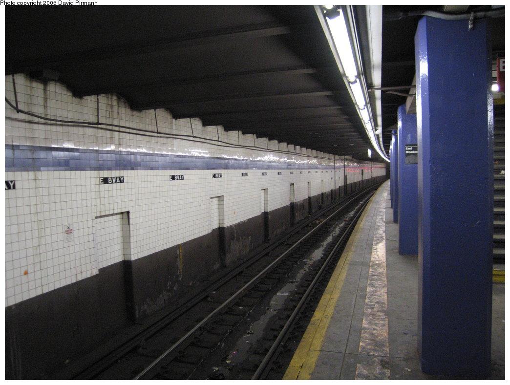 (167k, 1044x788)<br><b>Country:</b> United States<br><b>City:</b> New York<br><b>System:</b> New York City Transit<br><b>Line:</b> IND 6th Avenue Line<br><b>Location:</b> East Broadway <br><b>Photo by:</b> David Pirmann<br><b>Date:</b> 12/30/2005<br><b>Viewed (this week/total):</b> 2 / 2976