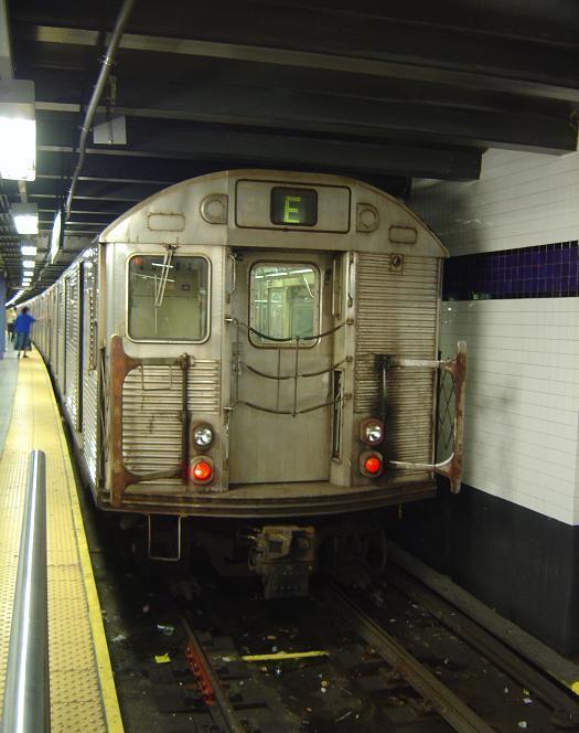 (55k, 525x664)<br><b>Country:</b> United States<br><b>City:</b> New York<br><b>System:</b> New York City Transit<br><b>Line:</b> IND 8th Avenue Line<br><b>Location:</b> Chambers Street/World Trade Center <br><b>Route:</b> E<br><b>Car:</b> R-32 (GE Rebuild)  <br><b>Photo by:</b> Phillip Lee<br><b>Date:</b> 9/10/2005<br><b>Viewed (this week/total):</b> 4 / 4456