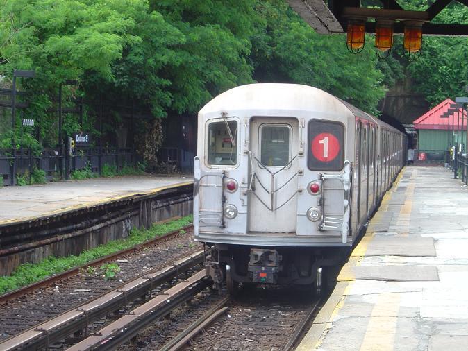 (79k, 674x506)<br><b>Country:</b> United States<br><b>City:</b> New York<br><b>System:</b> New York City Transit<br><b>Line:</b> IRT West Side Line<br><b>Location:</b> Dyckman Street <br><b>Route:</b> 1<br><b>Car:</b> R-62A (Bombardier, 1984-1987)   <br><b>Photo by:</b> Phillip Lee<br><b>Date:</b> 7/3/2005<br><b>Viewed (this week/total):</b> 0 / 3227
