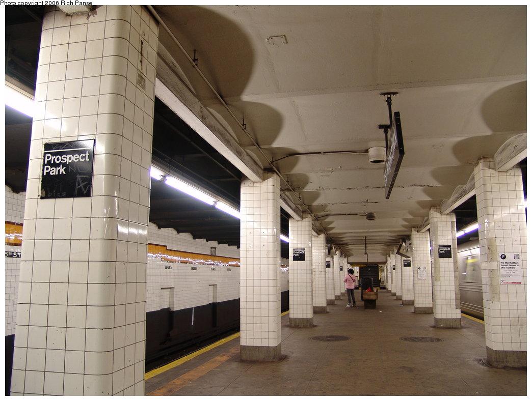 (166k, 1044x788)<br><b>Country:</b> United States<br><b>City:</b> New York<br><b>System:</b> New York City Transit<br><b>Line:</b> IND Crosstown Line<br><b>Location:</b> 15th Street/Prospect Park <br><b>Photo by:</b> Richard Panse<br><b>Date:</b> 12/30/2005<br><b>Viewed (this week/total):</b> 0 / 2192