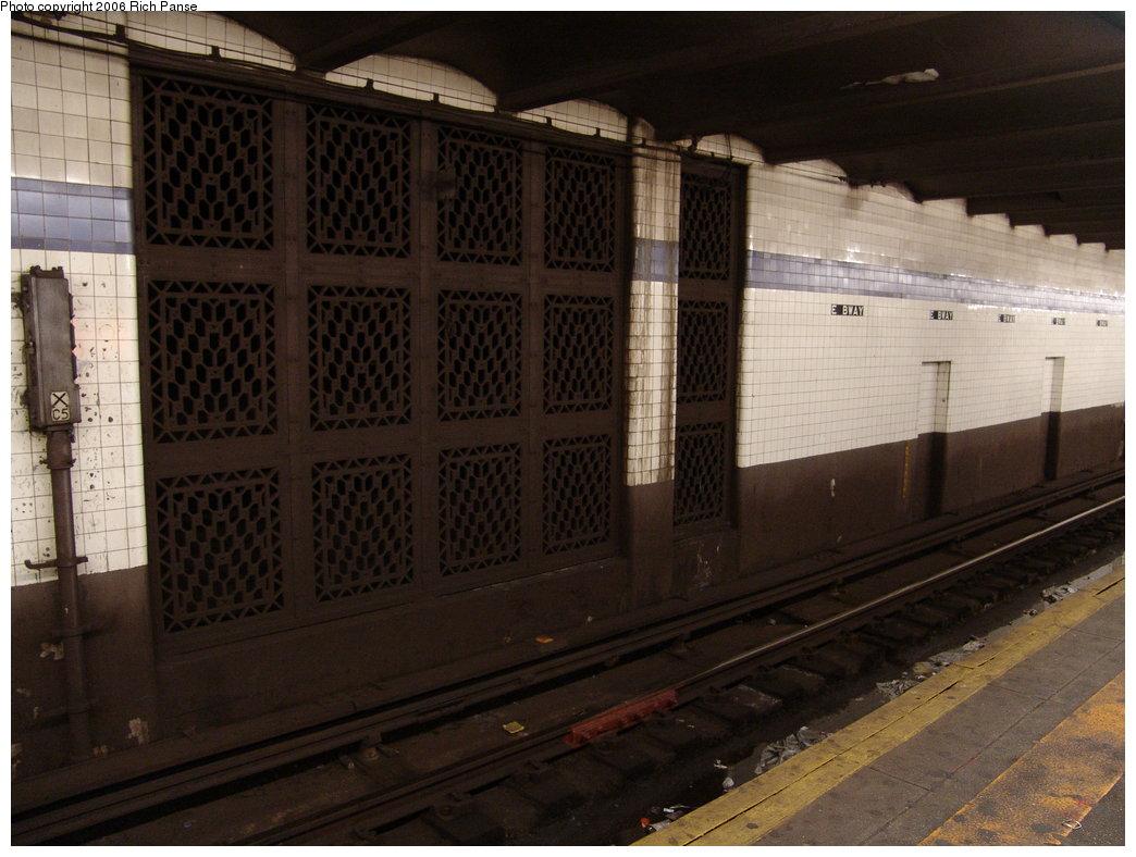 (172k, 1044x788)<br><b>Country:</b> United States<br><b>City:</b> New York<br><b>System:</b> New York City Transit<br><b>Line:</b> IND 6th Avenue Line<br><b>Location:</b> East Broadway <br><b>Photo by:</b> Richard Panse<br><b>Date:</b> 12/30/2005<br><b>Viewed (this week/total):</b> 1 / 3437