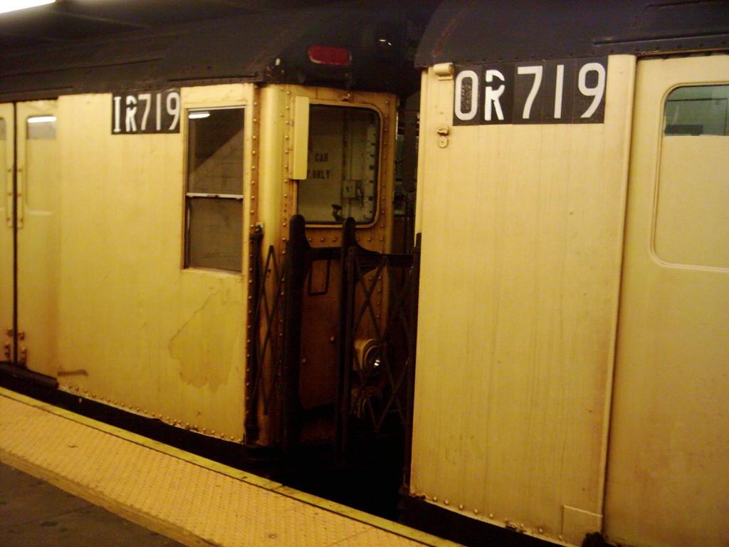 (92k, 1024x768)<br><b>Country:</b> United States<br><b>City:</b> New York<br><b>System:</b> New York City Transit<br><b>Line:</b> IND Crosstown Line<br><b>Location:</b> Church Avenue <br><b>Route:</b> Work Service<br><b>Car:</b> R-95 Locker Car (Revenue Train) 1R719 (ex-7386)<br><b>Photo by:</b> Michael Hodurski<br><b>Date:</b> 11/2/2005<br><b>Viewed (this week/total):</b> 2 / 2726