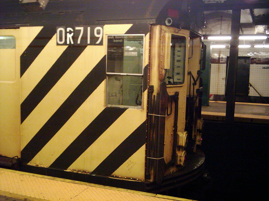 (124k, 1024x768)<br><b>Country:</b> United States<br><b>City:</b> New York<br><b>System:</b> New York City Transit<br><b>Line:</b> IND Crosstown Line<br><b>Location:</b> Church Avenue <br><b>Route:</b> Work Service<br><b>Car:</b> R-95 Revenue Collector 0R719 (ex-7389)<br><b>Photo by:</b> Michael Hodurski<br><b>Date:</b> 11/2/2005<br><b>Viewed (this week/total):</b> 1 / 3302