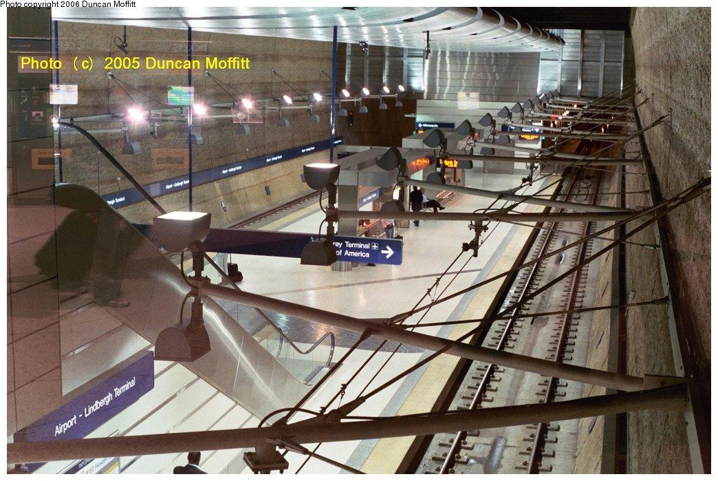 (172k, 1044x699)<br><b>Country:</b> United States<br><b>City:</b> Minneapolis, MN<br><b>System:</b> MNDOT Light Rail Transit<br><b>Line:</b> Hiawatha Line<br><b>Location:</b> <b><u>Airport-Lindbergh Terminal </b></u><br><b>Photo by:</b> Duncan Moffitt<br><b>Date:</b> 2005<br><b>Notes:</b> View from the mezzanine directly above the southbound track.<br><b>Viewed (this week/total):</b> 3 / 2563
