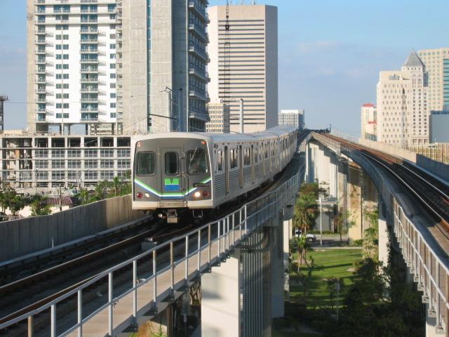 (134k, 640x480)<br><b>Country:</b> United States<br><b>City:</b> Miami, FL<br><b>System:</b> Miami Metrorail<br><b>Location:</b> Brickell <br><b>Car:</b>  118 <br><b>Photo by:</b> Oren H.<br><b>Date:</b> 12/28/2005<br><b>Viewed (this week/total):</b> 0 / 3538
