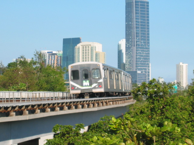 (111k, 640x480)<br><b>Country:</b> United States<br><b>City:</b> Miami, FL<br><b>System:</b> Miami Metrorail<br><b>Location:</b> Vizcaya <br><b>Car:</b>  202 <br><b>Photo by:</b> Oren H.<br><b>Date:</b> 12/28/2005<br><b>Viewed (this week/total):</b> 0 / 3197