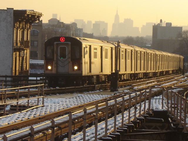 (151k, 640x480)<br><b>Country:</b> United States<br><b>City:</b> New York<br><b>System:</b> New York City Transit<br><b>Line:</b> IRT Woodlawn Line<br><b>Location:</b> Burnside Avenue <br><b>Route:</b> 4<br><b>Car:</b> R-142 (Option Order, Bombardier, 2002-2003)  1220 <br><b>Photo by:</b> DeAndre Burrell<br><b>Date:</b> 12/11/2005<br><b>Viewed (this week/total):</b> 0 / 6235
