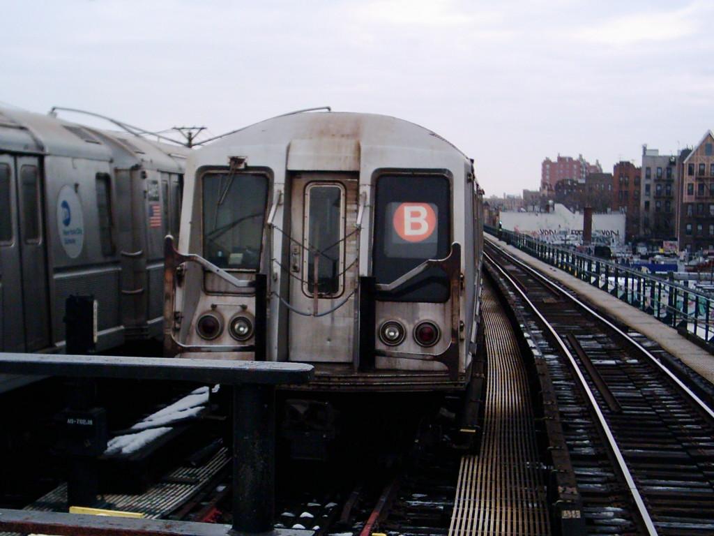 (191k, 1024x768)<br><b>Country:</b> United States<br><b>City:</b> New York<br><b>System:</b> New York City Transit<br><b>Line:</b> BMT Brighton Line<br><b>Location:</b> Ocean Parkway <br><b>Route:</b> B<br><b>Car:</b> R-40 (St. Louis, 1968)   <br><b>Photo by:</b> Michael Hodurski<br><b>Date:</b> 12/11/2005<br><b>Viewed (this week/total):</b> 0 / 3591