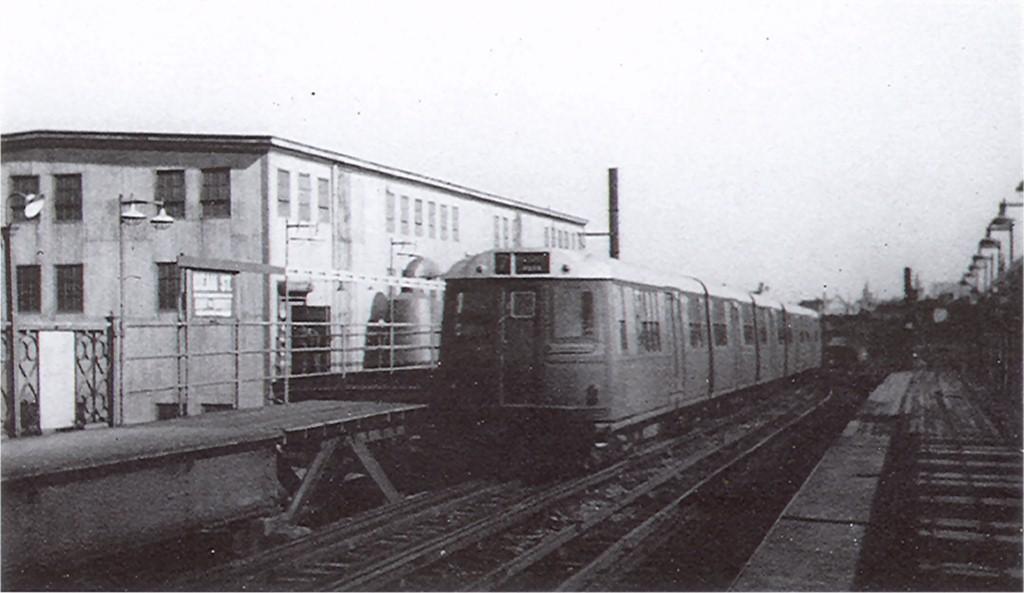 (119k, 1024x593)<br><b>Country:</b> United States<br><b>City:</b> New York<br><b>System:</b> New York City Transit<br><b>Line:</b> BMT Franklin<br><b>Location:</b> Dean Street <br><b>Car:</b> BMT Green Hornet  <br><b>Photo by:</b> Ed Watson/Arthur Lonto Collection<br><b>Collection of:</b> Joe Testagrose<br><b>Date:</b> 7/29/1934<br><b>Viewed (this week/total):</b> 0 / 4941