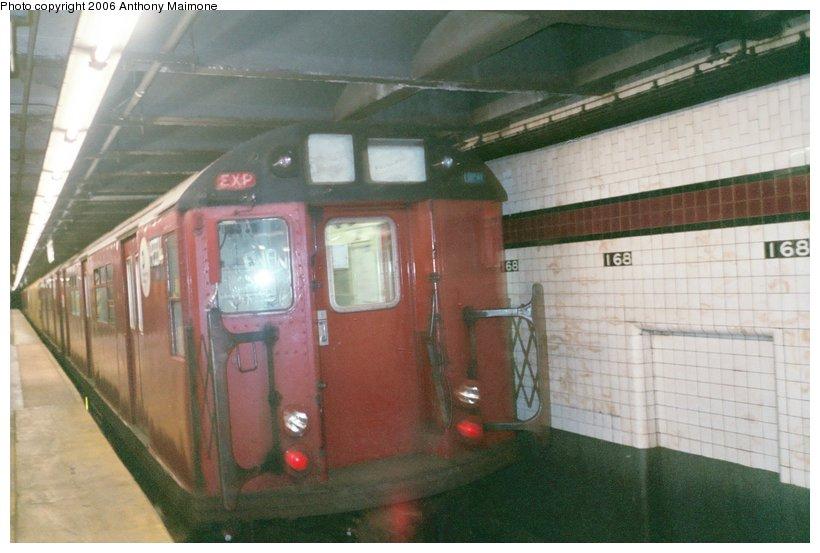 (101k, 820x553)<br><b>Country:</b> United States<br><b>City:</b> New York<br><b>System:</b> New York City Transit<br><b>Line:</b> IND 8th Avenue Line<br><b>Location:</b> 168th Street <br><b>Route:</b> Work Service<br><b>Car:</b> R-33 World's Fair (St. Louis, 1963-64) 9334 <br><b>Photo by:</b> Anthony Maimone<br><b>Date:</b> 3/14/2006<br><b>Viewed (this week/total):</b> 1 / 323698