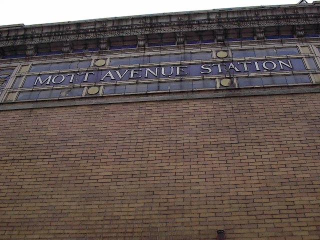 (119k, 640x480)<br><b>Country:</b> United States<br><b>City:</b> New York<br><b>System:</b> New York City Transit<br><b>Line:</b> IRT White Plains Road Line<br><b>Location:</b> 149th Street/Grand Concourse (Mott Avenue) <br><b>Photo by:</b> Bruce Fedow<br><b>Date:</b> 1/19/2006<br><b>Viewed (this week/total):</b> 0 / 2869