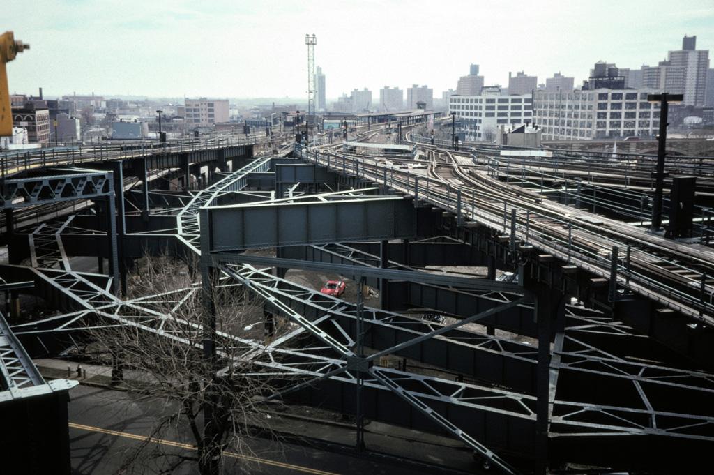 (281k, 1024x681)<br><b>Country:</b> United States<br><b>City:</b> New York<br><b>System:</b> New York City Transit<br><b>Line:</b> BMT Canarsie Line<br><b>Location:</b> Broadway Junction <br><b>Photo by:</b> Chris Leverett<br><b>Date:</b> 3/8/1998<br><b>Notes:</b> View of former Fulton el tracks turning south toward Atlantic Ave.; view from Canarsie line southbound platform.<br><b>Viewed (this week/total):</b> 0 / 4130