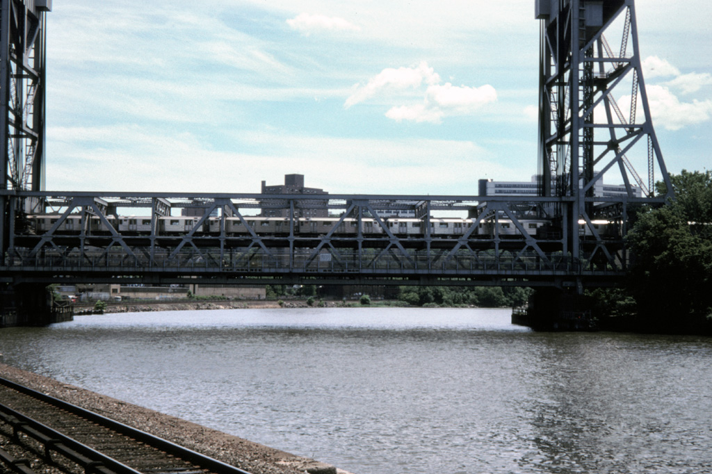 (266k, 1024x682)<br><b>Country:</b> United States<br><b>City:</b> New York<br><b>System:</b> New York City Transit<br><b>Line:</b> IRT West Side Line<br><b>Location:</b> Broadway Bridge <br><b>Photo by:</b> Chris Leverett<br><b>Date:</b> 7/12/1998<br><b>Notes:</b> Broadway Bridge as seen from MNRR Marble Hill station.<br><b>Viewed (this week/total):</b> 0 / 2542