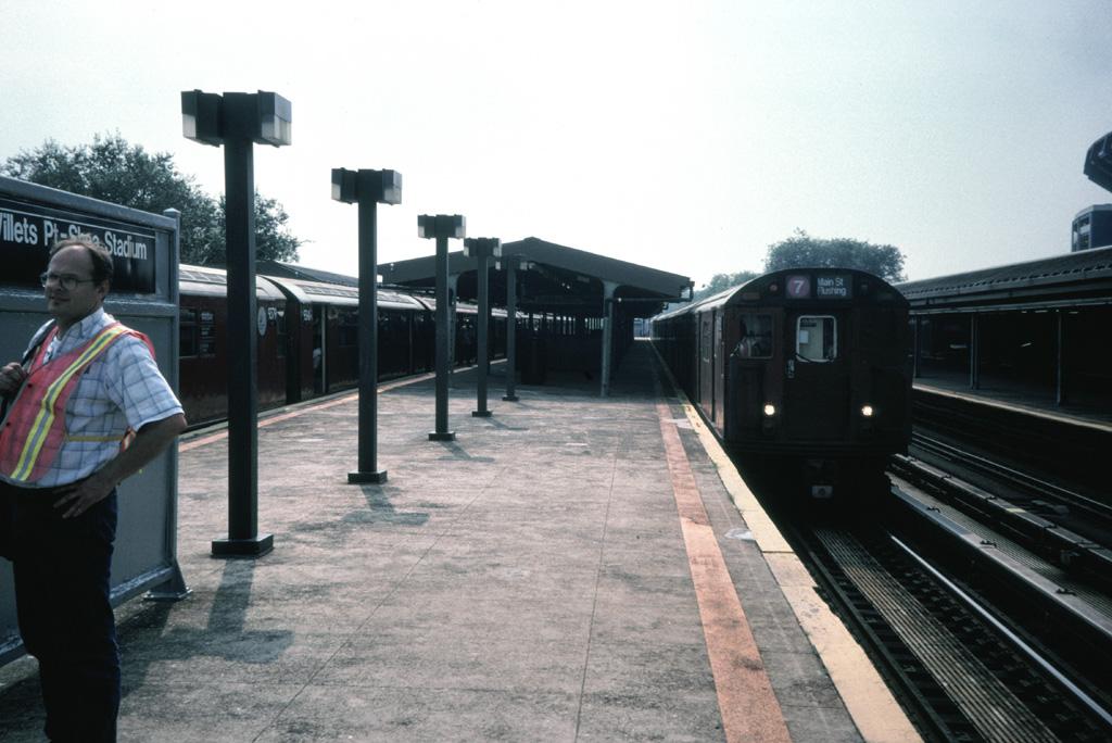 (222k, 1024x684)<br><b>Country:</b> United States<br><b>City:</b> New York<br><b>System:</b> New York City Transit<br><b>Line:</b> IRT Flushing Line<br><b>Location:</b> Willets Point/Mets (fmr. Shea Stadium) <br><b>Photo by:</b> Chris Leverett<br><b>Date:</b> 8/22/1998<br><b>Viewed (this week/total):</b> 0 / 1730